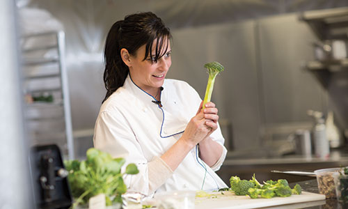 amanda cohen nait 2017 hokanson chef in residence and owner of new york city's dirt candy